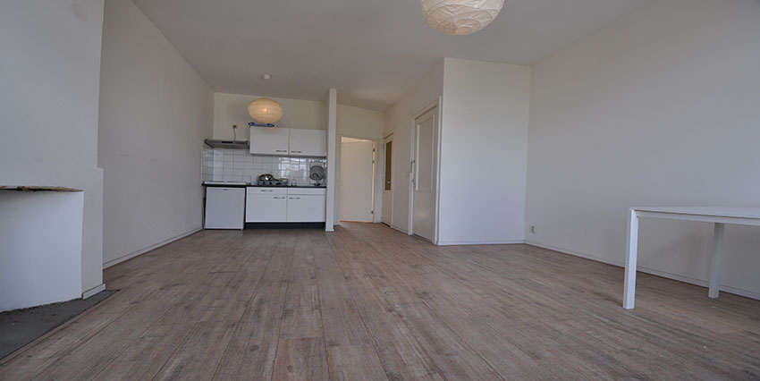 Apartment offered for rent with two rooms on the Noordmolenstraat in Rotterdam Center.