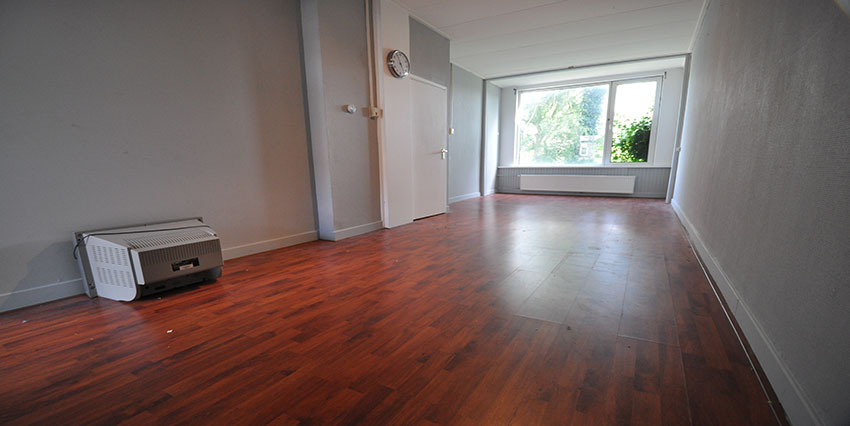 Two rooms apartment for rent on the Strevelsweg in Rotterdam South.