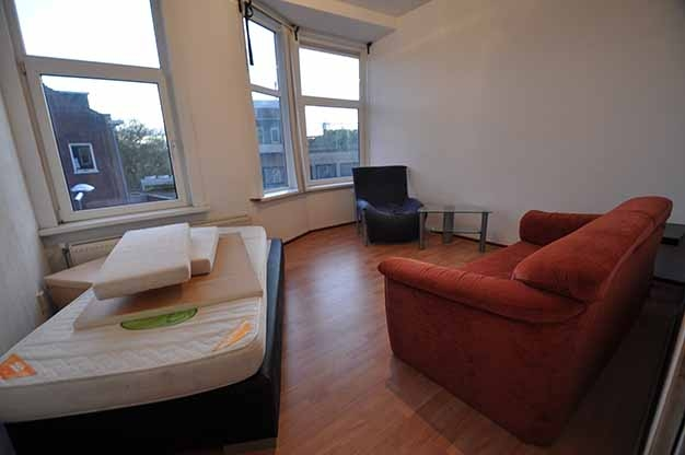 For rent vife room apartment on the Groene Hilledijk in Rotterdam South.  (District Bloemhof)