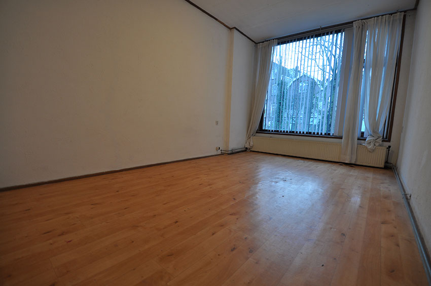 For rent three rooms apartment on the first floor on the Rodenrijsestraat in Rotterdam Bergpolder.