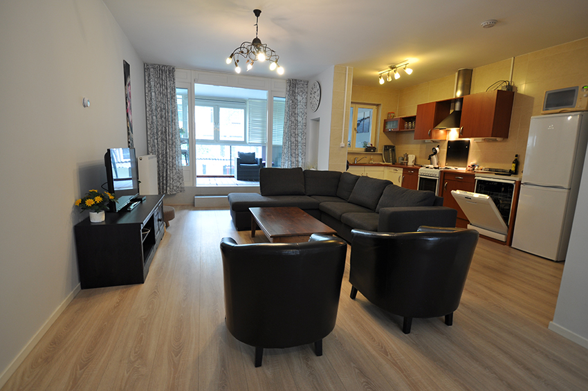 Housing for staff, 4 room apartment for rent on the Schieweg in Rotterdam's Bergpolder district.